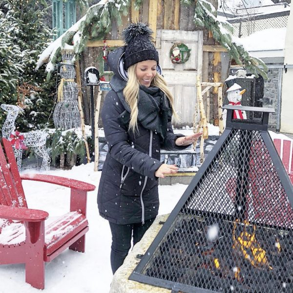 Sarah Couture portant un manteau Alizée