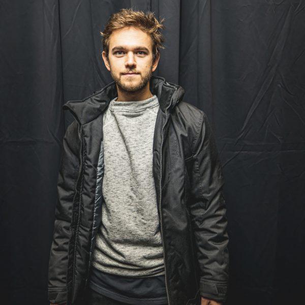 Zedd portant un manteau Alizée pour le Toboggan Festival