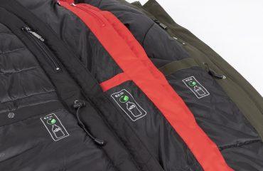 Manteaux en plastique recyclé avec le logo ECO