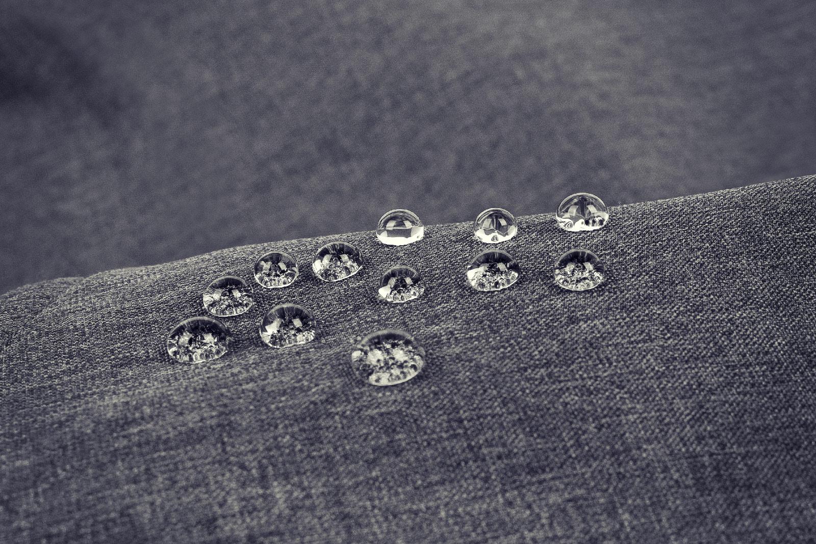 Photo de granules de bouteilles utilisée pour les manteaux alizée recyclés
